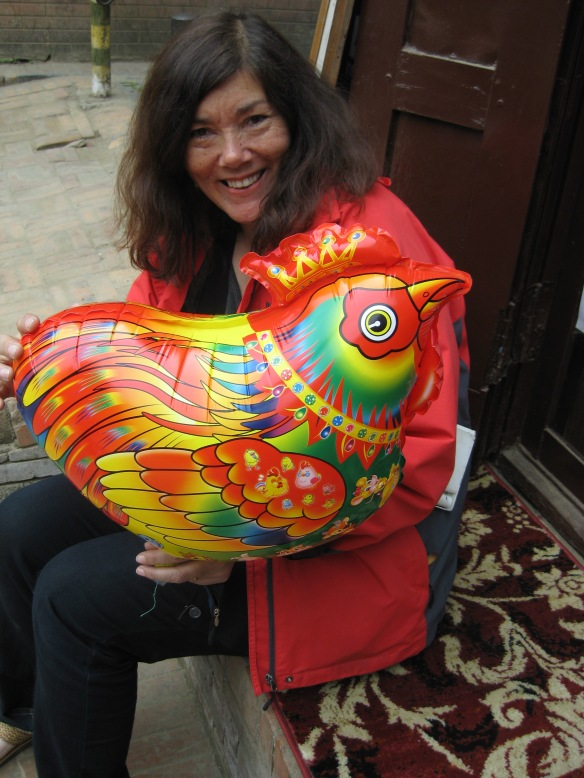 Lorene with her chicken balloon during one of our coffee breaks...