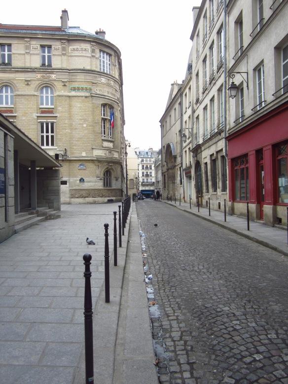 The adorable rue Geoffroy l'Asnier...
